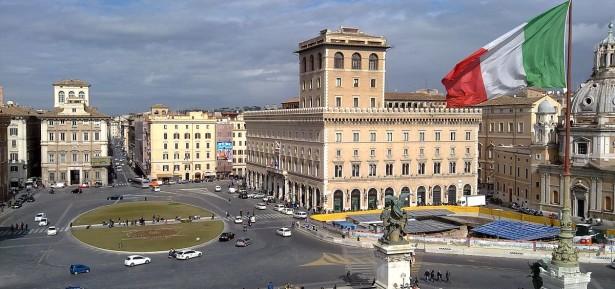 view_of_piazza_venezia_in_rome_from_vittoriano
